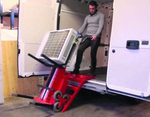 przewóz okien i drzwi elektrycznym schodołazem towarowym polska dystrybucja (11)
