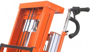 przewóz okien i drzwi elektrycznym schodołazem towarowym polska dystrybucja (8)